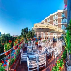 010-slavey-lobby-terrace_2125