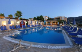 golden_bay_hotel_apartments_pool_3345