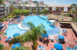 globales-tamaimo-tropical-piscina-hamacas__800_867