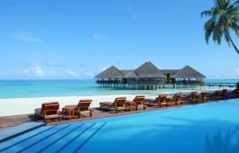 maldives_swimmingpool