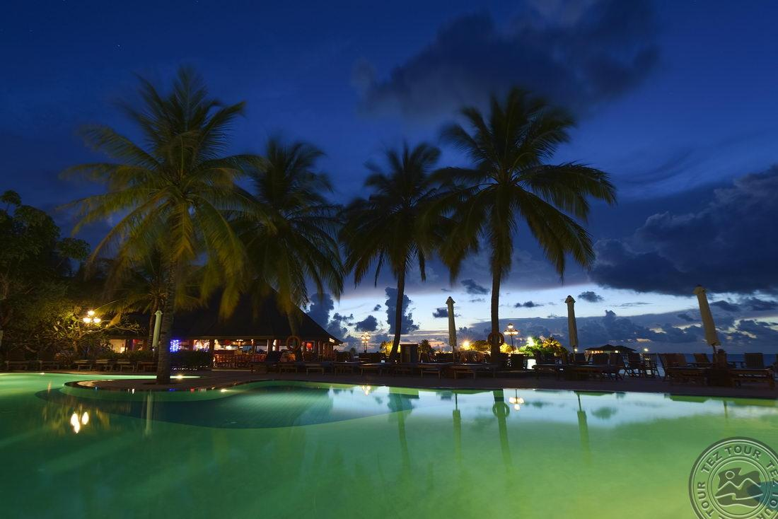 paradise_island_swimming_pool_night_3615