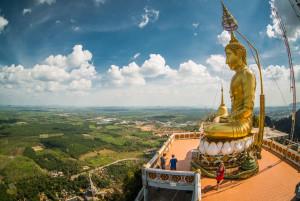 В Таиланде сотворили статую из монет