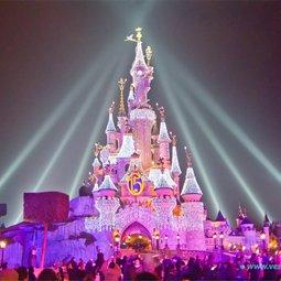В Шанхае открылся парк развлечений Диснейлэнд!