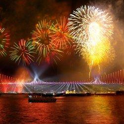 Тез Тур предлагает провести Новый год на яхте в Стамбуле!