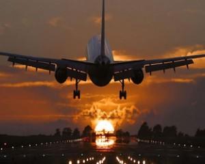 Молния попала в самолет.