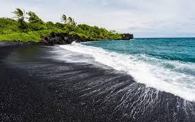 Благодаря вулкану появился новый пляж