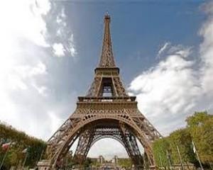 Эйфелевой башне 130 лет